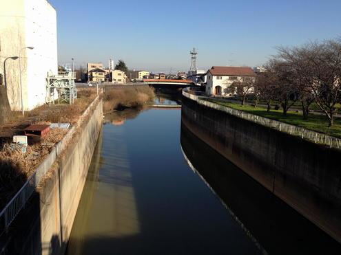 八間堀川水門から見た御城橋